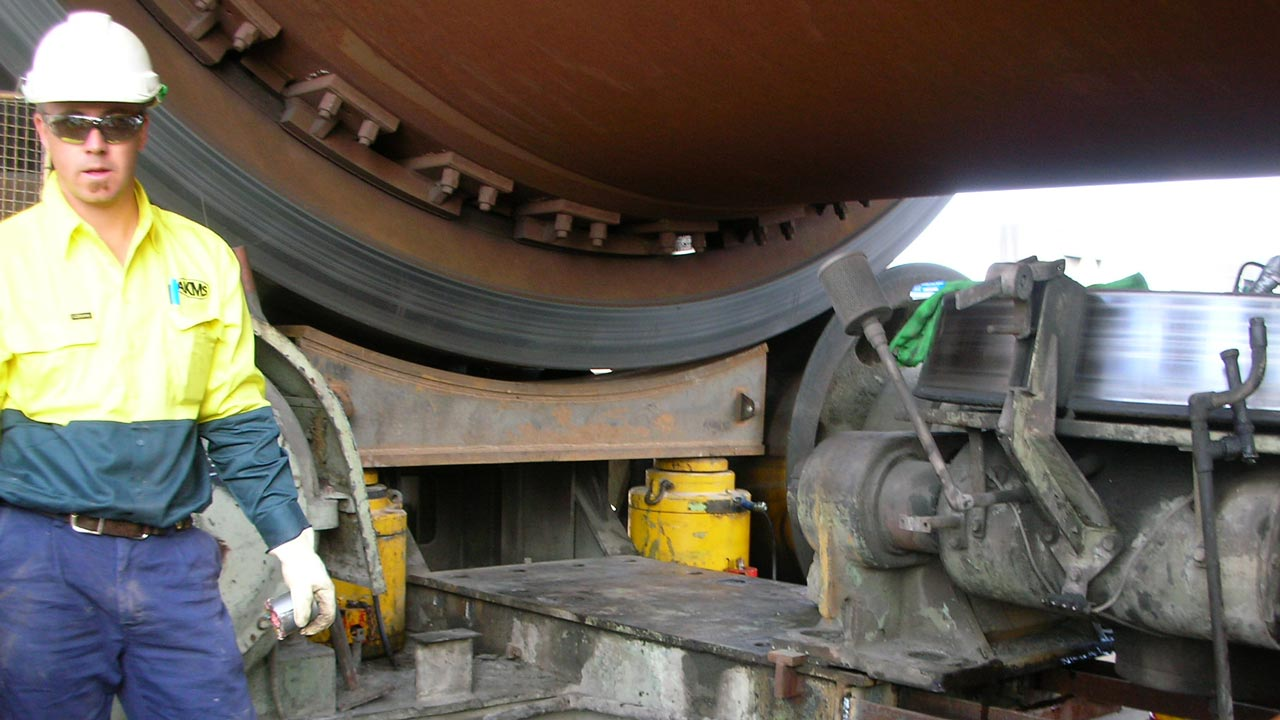 Removing a large hydraulic thrust roller